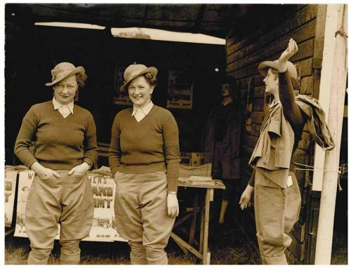 500 Winifred and Dorothy with Land Army